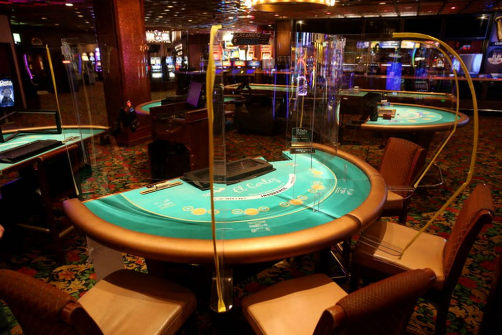 Poker table dividers